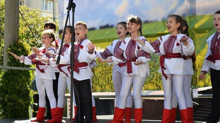В Международный день семьи херсонцам устроили мастер-класс, показали коцерт и бесплатно венчали, фото-2