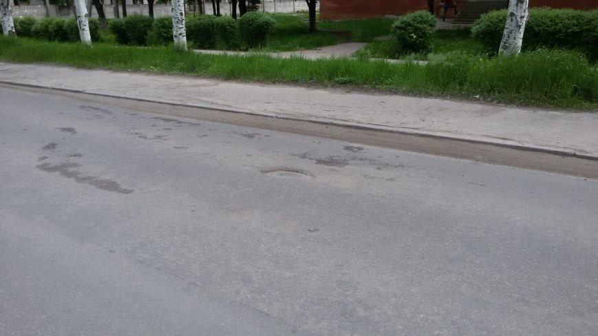 В Краматорске дорожники продолжают класть асфальт после ливня (ВИДЕО), фото-1