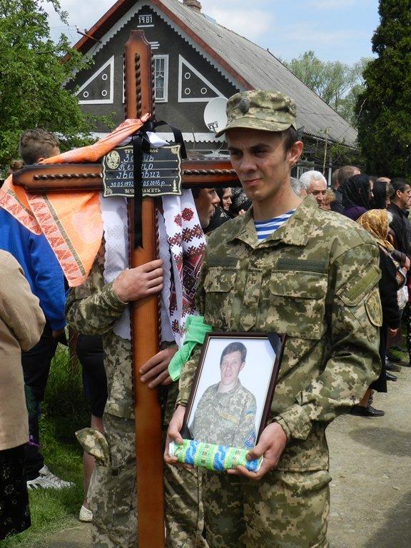 На Буковині похоронили, загиблого в АТО бійця(ФОТО), фото-3
