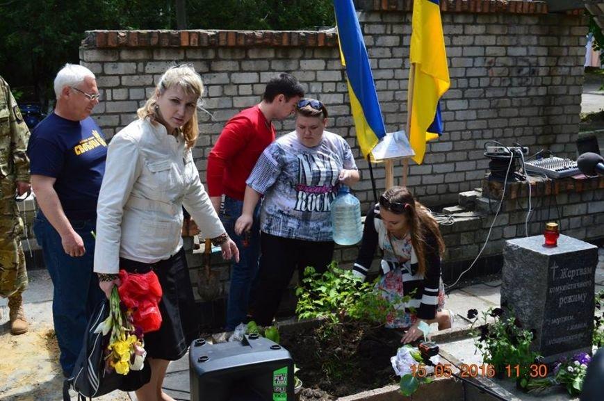 В Бердянске общественность отметила День жертв политических репрессий, фото-16