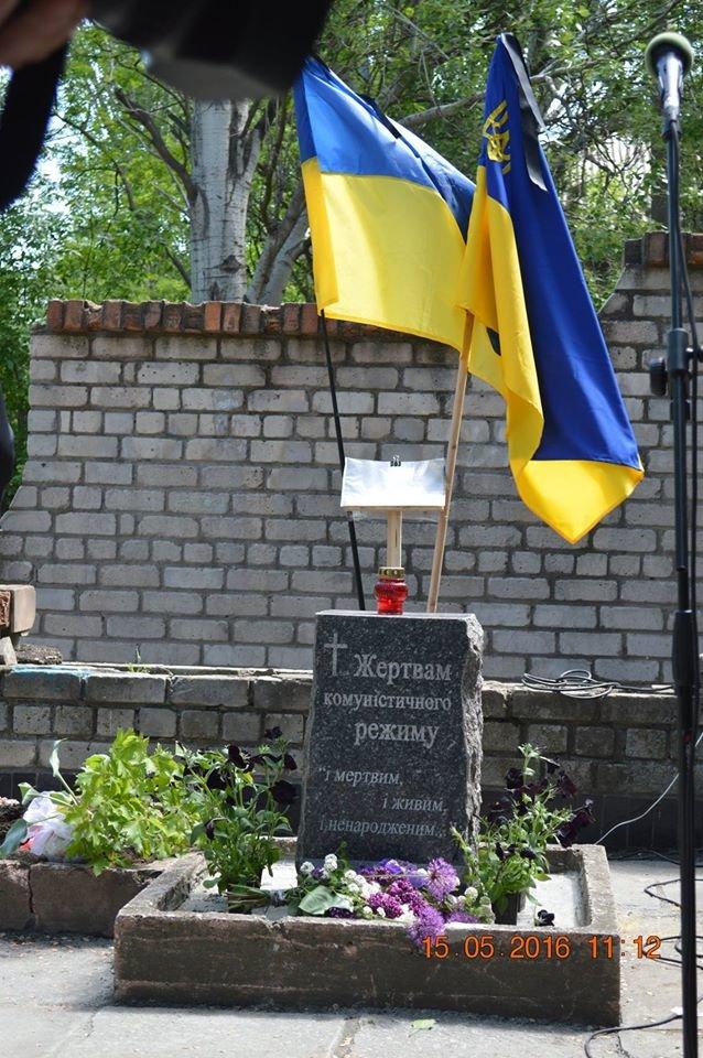В Бердянске общественность отметила День жертв политических репрессий, фото-5