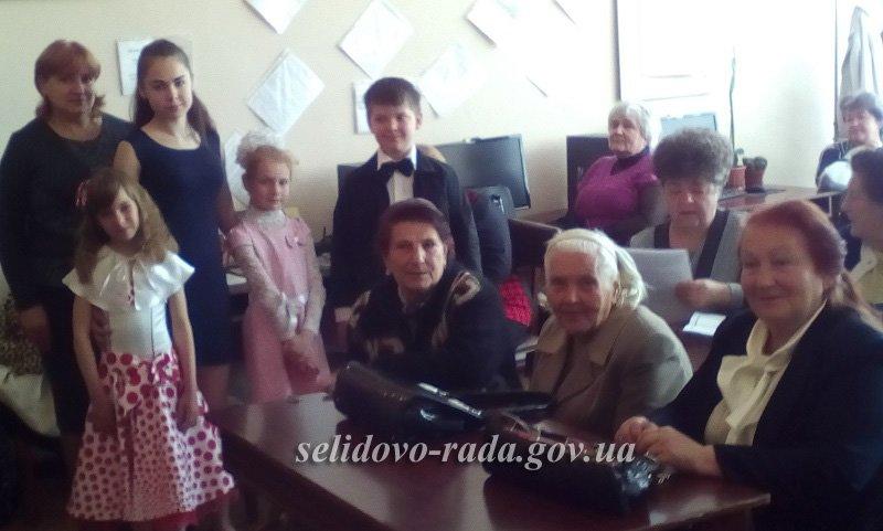 У місті Селидове читали вірші про матір, бабусю та родину, фото-2