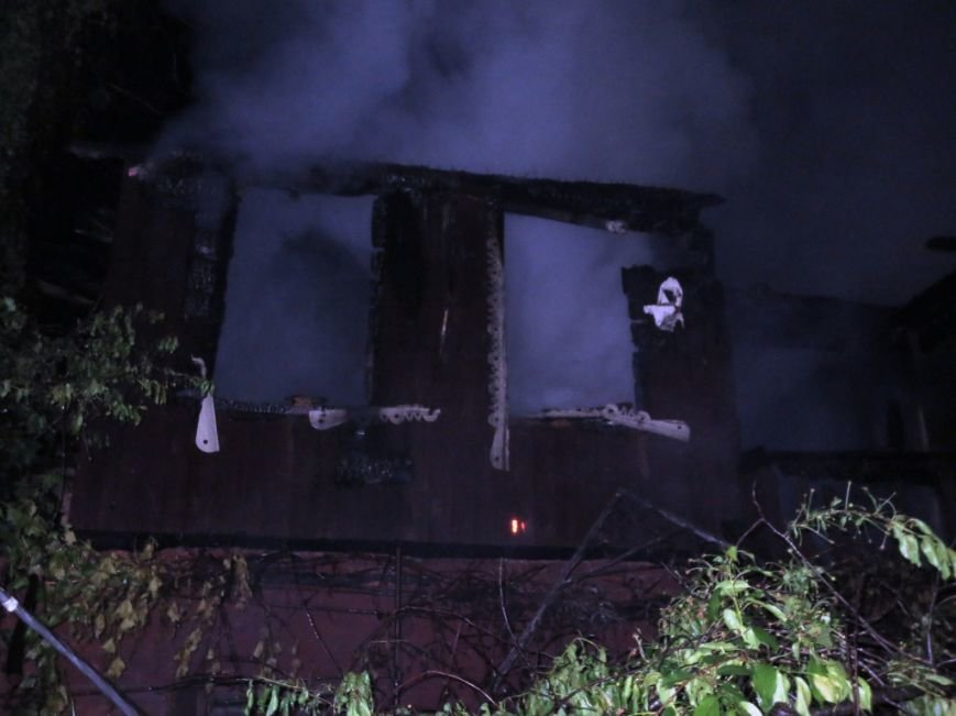 В Чернигове пожар уничтожил дачный домик, фото-1