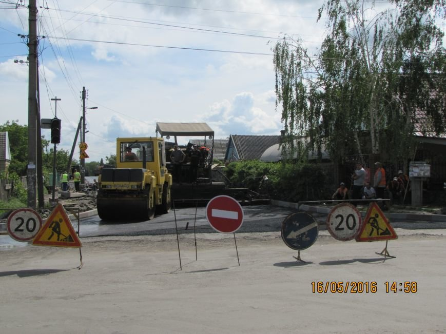 В дороги Мелитополя укладывают тонны асфальта, фото-1