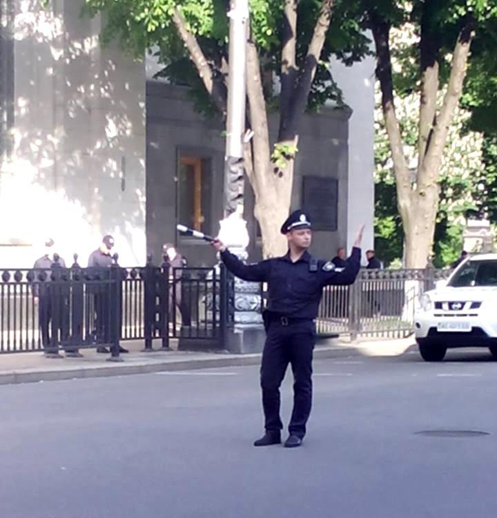 В Киеве патрульная полиция начала использовать жезл (ФОТОФАКТ), фото-1