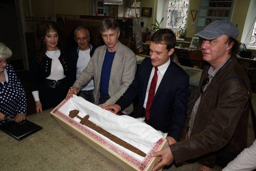 Уникальный меч викингов вернули в Киев, фото-2