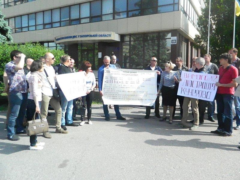 Запорожские предприниматели принесли одному из главных налоговиков  области огромный билет до Киева (ФОТО, ВИДЕО), фото-4