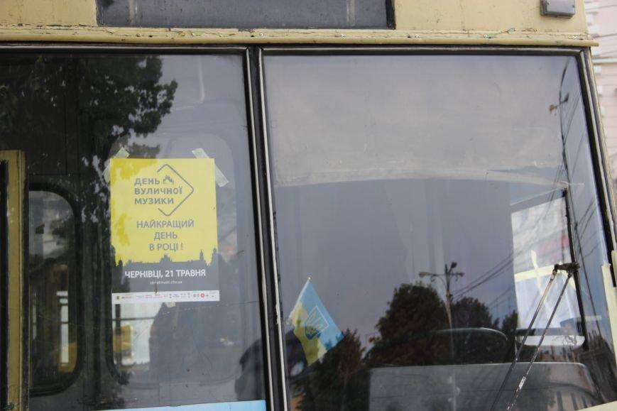 На Соборній площі у Чернівцях з'явився розмальований тролейбус(ФОТО), фото-3