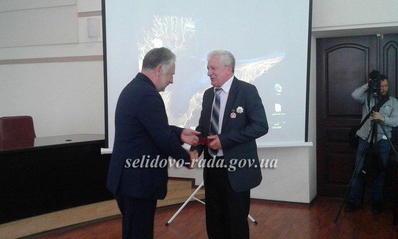 Селидовский городской голова был награжден за ремонт автодорог, фото-3