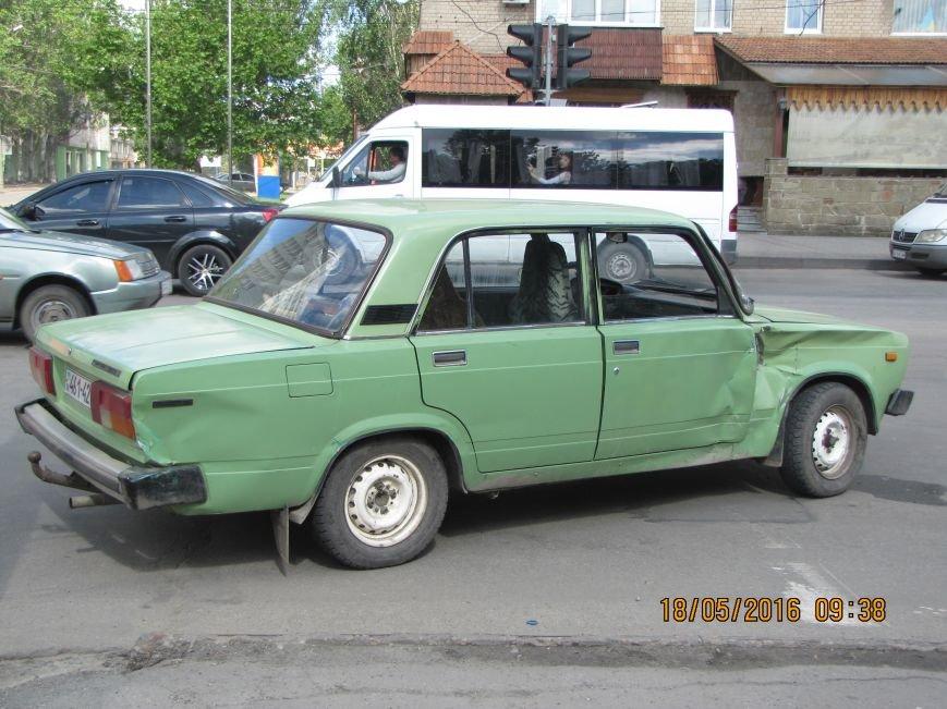 На главном мелитопольском проспекте не разминулись два автомобиля, фото-3