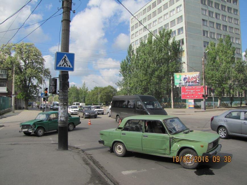 На главном мелитопольском проспекте не разминулись два автомобиля, фото-1