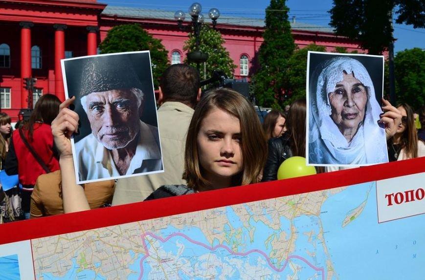 Над зданием красного корпуса университета Шевченко подняли флаг крымских татар (ФОТО), фото-2