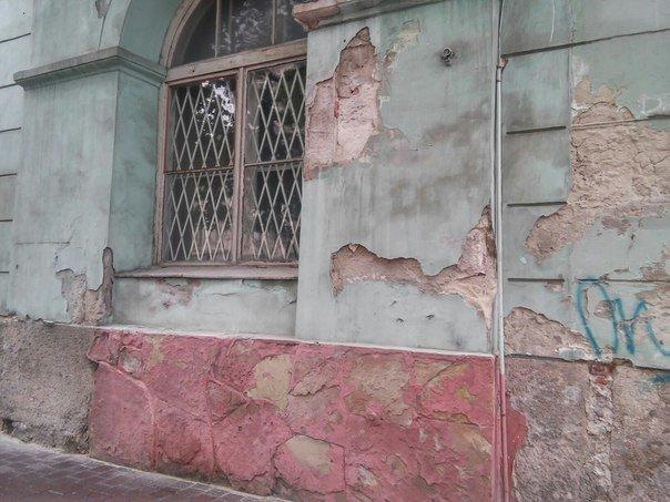 Львів'яни вимагають провести ремонт фасадів будинку, в якому розташований театр імені Марії Заньковецької (ФОТО), фото-3