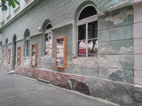 Львів'яни вимагають провести ремонт фасадів будинку, в якому розташований театр імені Марії Заньковецької (ФОТО), фото-4