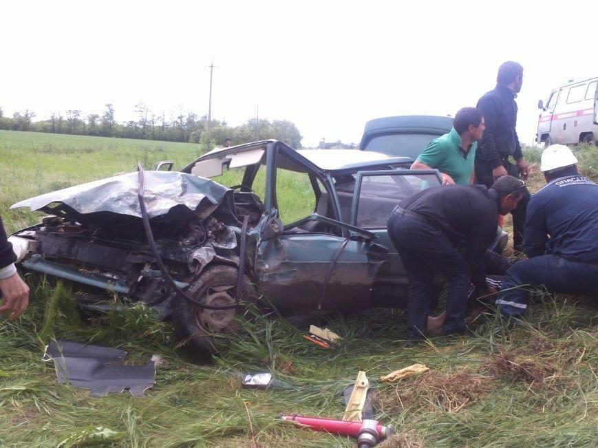 Машина превратилась в груду металла после аварии в Ростовской области, фото-1