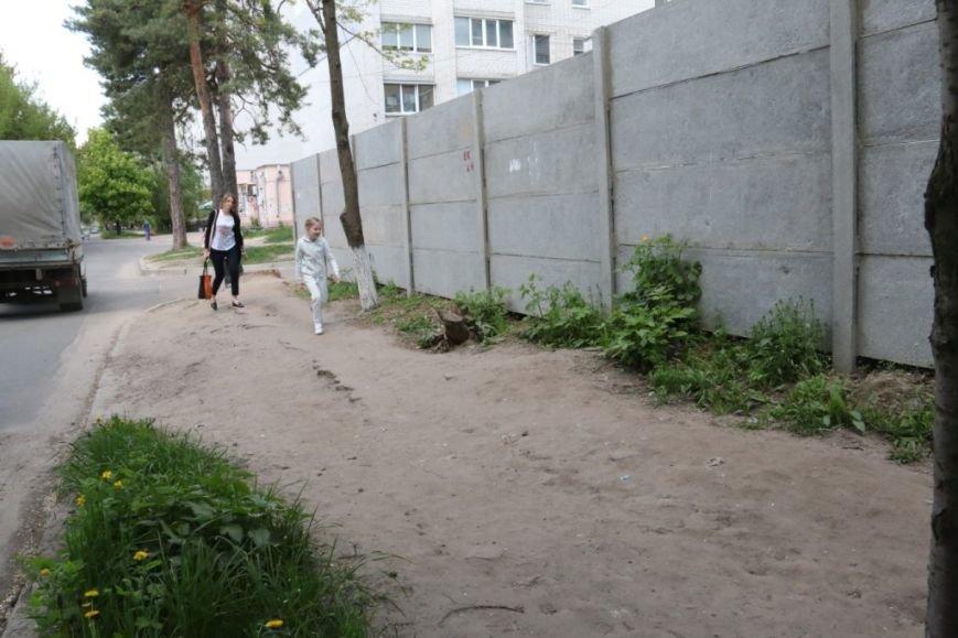 Пешеходам на улице Волковича тротуар не нужен. Так считают черниговские коммунальщики, фото-3
