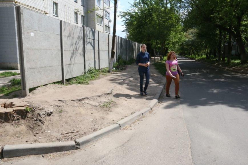 Пешеходам на улице Волковича тротуар не нужен. Так считают черниговские коммунальщики, фото-2