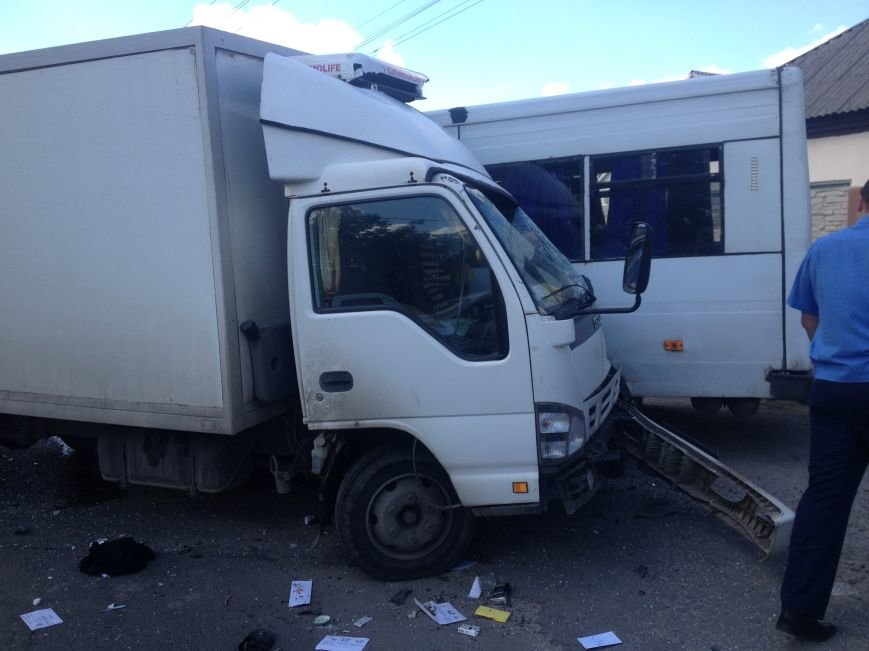 На Передовой грузовик столкнулся с маршруткой: есть пострадавшие (ФОТО), фото-6