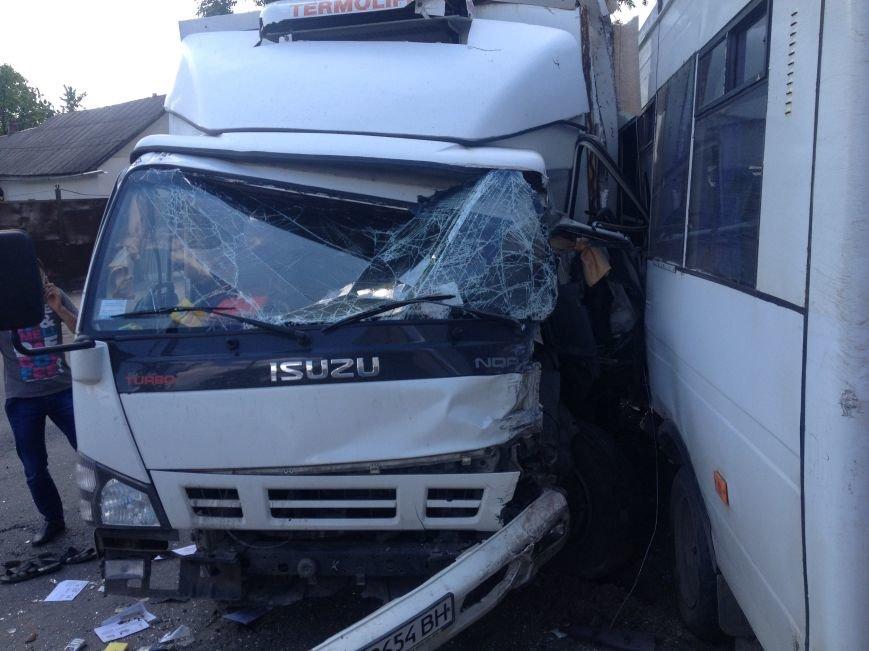 На Передовой грузовик столкнулся с маршруткой: есть пострадавшие (ФОТО), фото-5