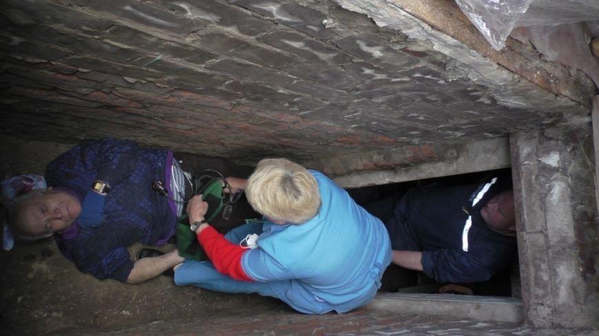 80-летний дедушка из Чернигова провалился в автомобильную яму в своем гараже, фото-4