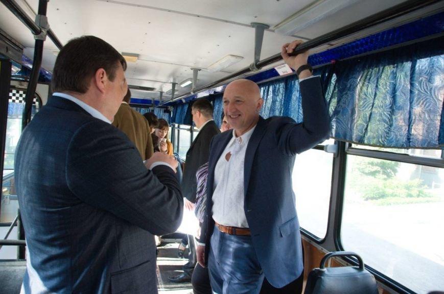 Валерій Головко і Андрій Пісоцький на роботу сьогодні їхали тролейбусом. Патріотичним.