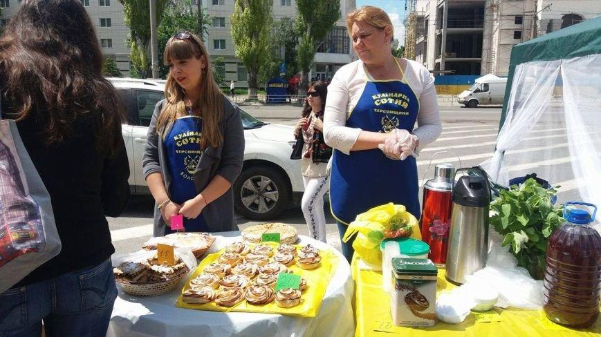 В Херсоне проходит благотворительная ярмарка в поддержку Валентины Крицак (фоторепортаж), фото-2