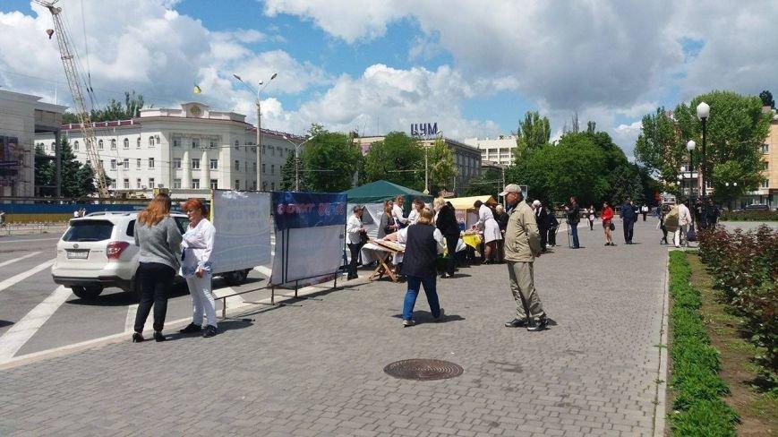 В Херсоне проходит благотворительная ярмарка в поддержку Валентины Крицак (фоторепортаж), фото-8