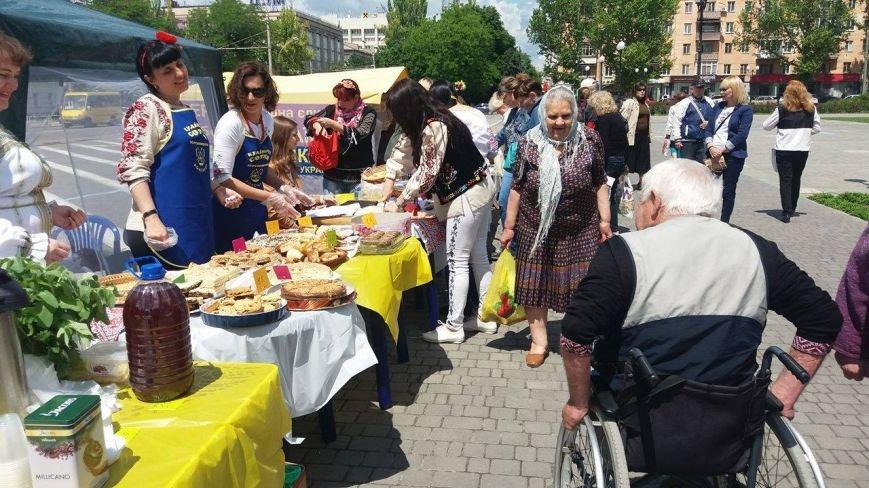 В Херсоне проходит благотворительная ярмарка в поддержку Валентины Крицак (фоторепортаж), фото-5