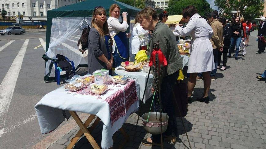 В Херсоне проходит благотворительная ярмарка в поддержку Валентины Крицак (фоторепортаж), фото-4