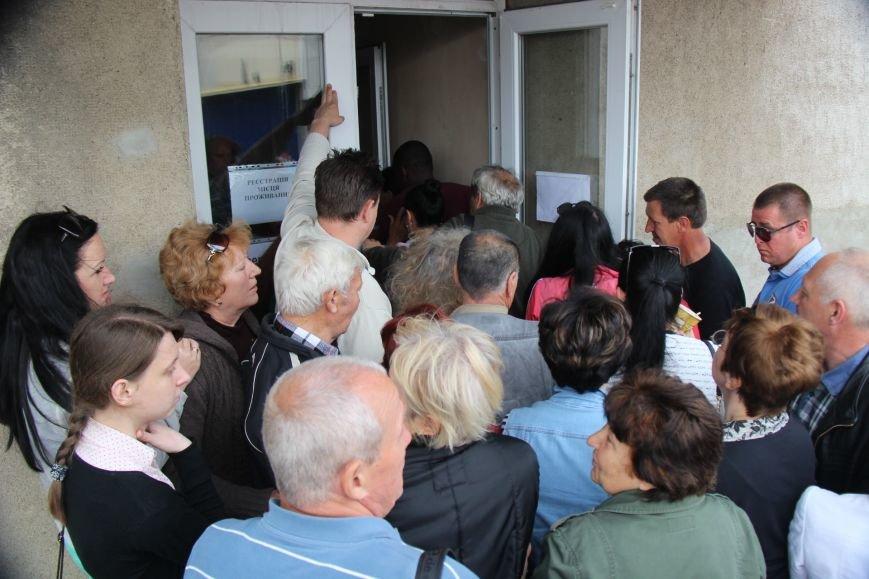 """Херсонцы в шоке от новой процедуры выписки-прописки и """"благодарят"""" за это мэра (фото), фото-3"""