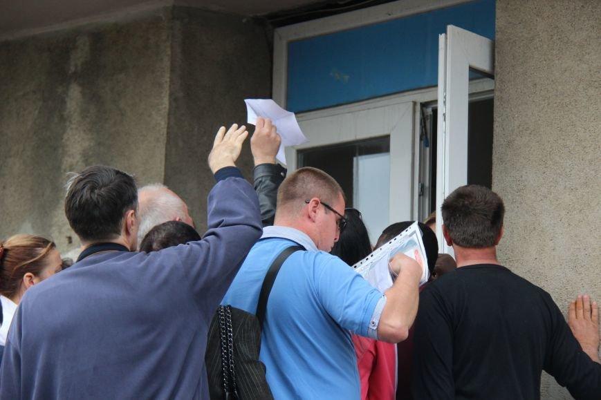 """Херсонцы в шоке от новой процедуры выписки-прописки и """"благодарят"""" за это мэра (фото), фото-2"""