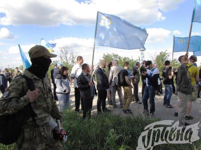 В Чонгаре на вышке установили флаг Украины и крымских татар (фото), фото-2
