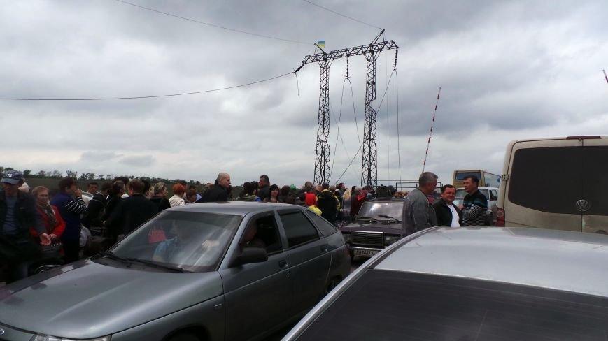 В Донецкой области на КПВВ «Марьинка» выстроилась огромная очередь (ФОТО), фото-2