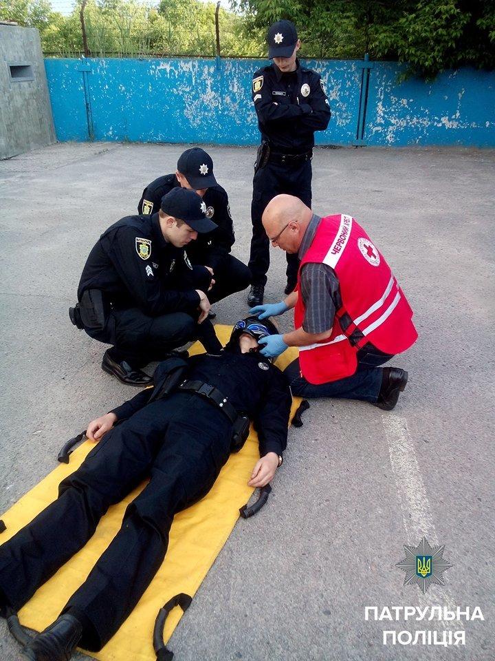 Херсонских патрульных обучают оказанию домедицинской помощи при ДТП (фото), фото-1
