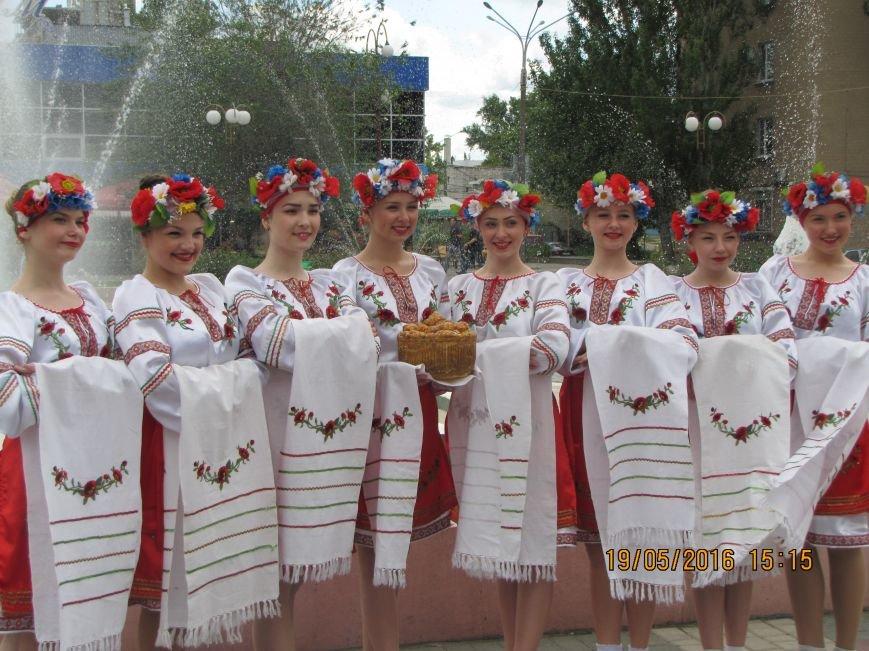 Мелитопольские школьники украсили главную площадь украинскими орнаментами, фото-1