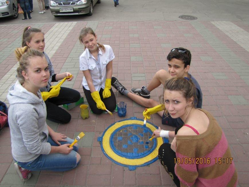 Мелитопольские школьники украсили главную площадь украинскими орнаментами, фото-7