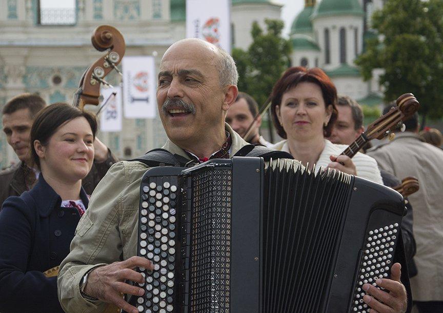 День вышиванки в Киеве: живая цепь объединила две колокольни (ФОТОРЕПОРТАЖ), фото-4