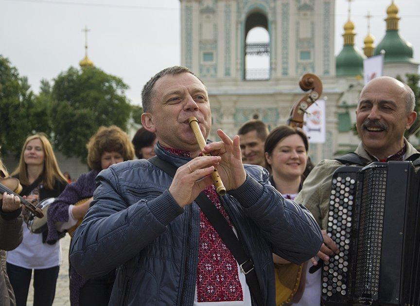 День вышиванки в Киеве: живая цепь объединила две колокольни (ФОТОРЕПОРТАЖ), фото-3