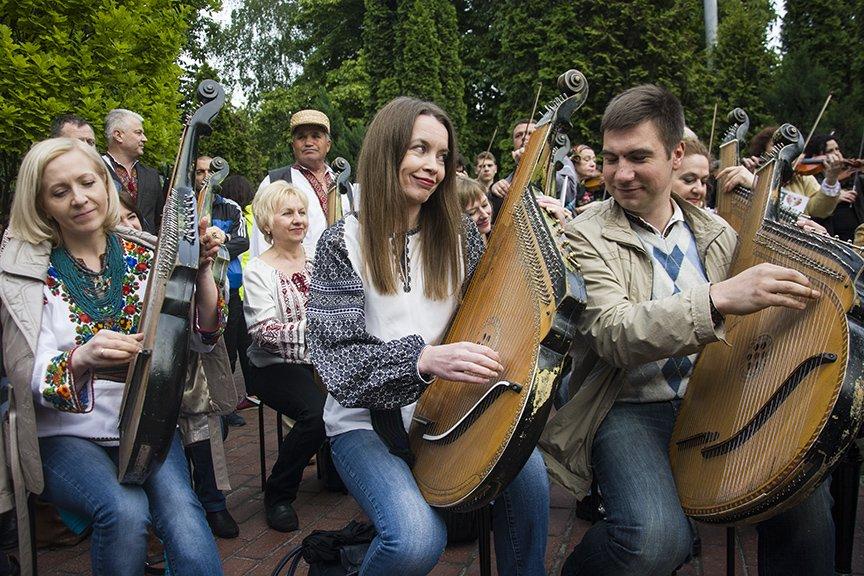 День вышиванки в Киеве: живая цепь объединила две колокольни (ФОТОРЕПОРТАЖ), фото-19