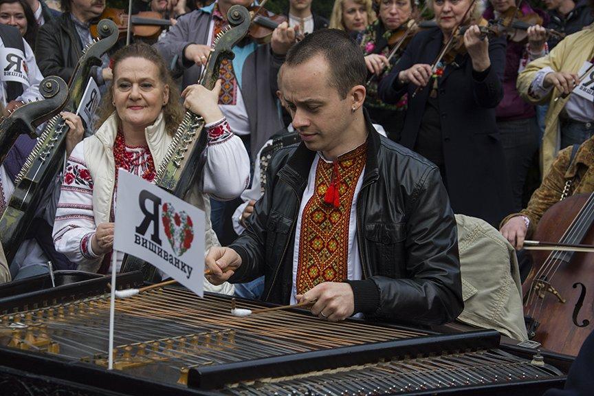День вышиванки в Киеве: живая цепь объединила две колокольни (ФОТОРЕПОРТАЖ), фото-18