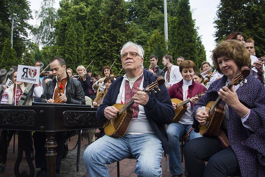 День вышиванки в Киеве: живая цепь объединила две колокольни (ФОТОРЕПОРТАЖ), фото-17