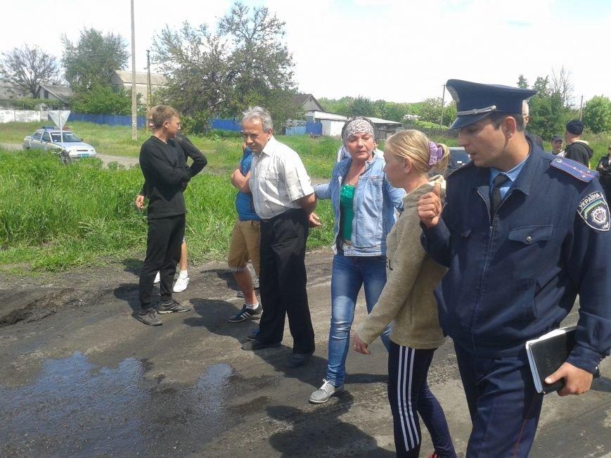 Жители Богдановки перекрыли дорогу: требовали ее ремонта, фото-2