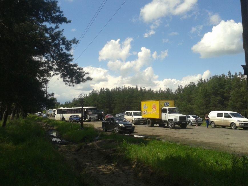 Жители Богдановки перекрыли дорогу: требовали ее ремонта, фото-4