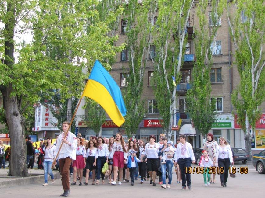 Мелитопольцы вышли на парад в вышиванках, фото-2