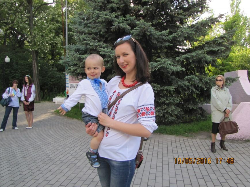 Мелитопольцы вышли на парад в вышиванках, фото-1