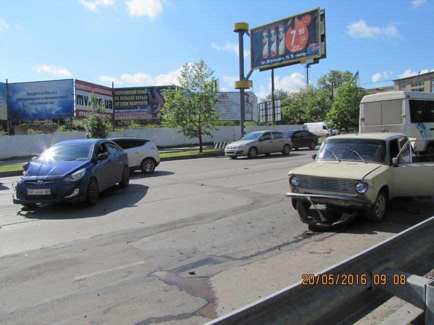 На главном проспекте Мелитополя ДТП. Есть пострадавшие., фото-3
