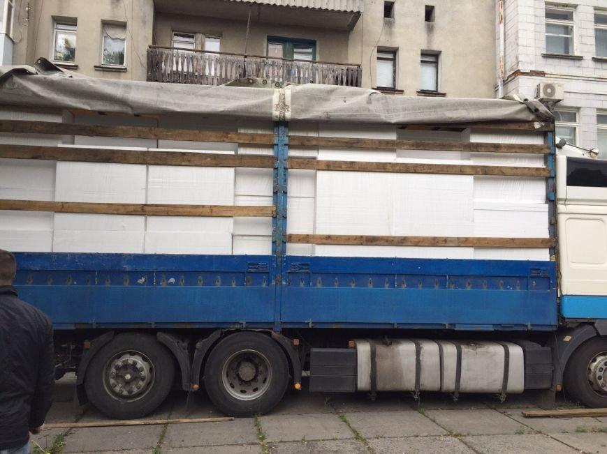 Пенопласт вместо товара оформили таможенники в Ямпольском районе
