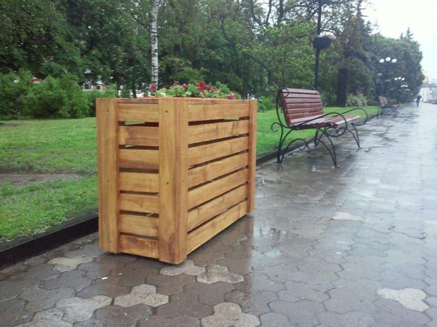 На Аллее героев в Чернигове установили лавочки-клумбы, фото-7