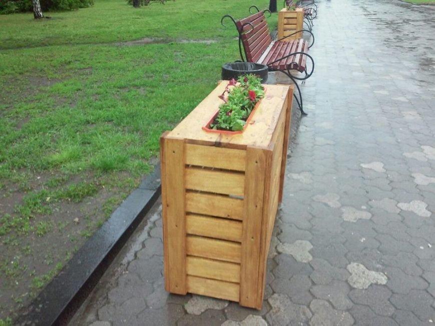 На Аллее героев в Чернигове установили лавочки-клумбы, фото-3