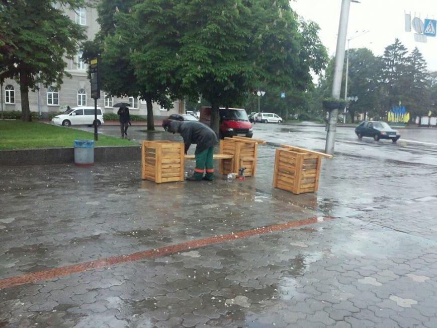 На Аллее героев в Чернигове установили лавочки-клумбы, фото-11